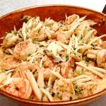 Talharim de pupunha com camarões e shimeji