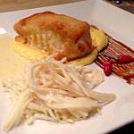 Peixe branco com crosta de pão e parmesão e creme de limão