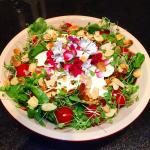 Salada de rúcula, mini tomate e mussarela de búfala
