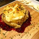 Camembert com massa folhada e geléia